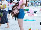 媳妇透明白裤子显内裤:紧身裤b凹进去图片 女生紧身裤阴沟图片多1