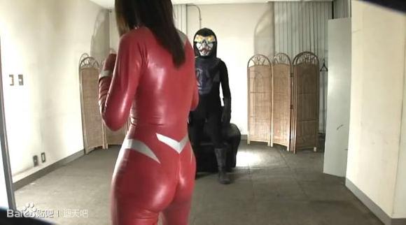 怪獸撓女奧特慢圖片 愛迪奧特曼打死尤莉安 奧特曼被怪獸撓癢癢