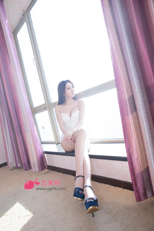 长腿美女私房酥胸美腿极品性感写真(点击浏览下一张趣图)