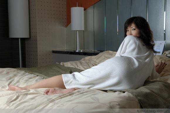 小鲜肉中年单身女:中年女人爱上小鲜肉(点击浏览下一张趣图)