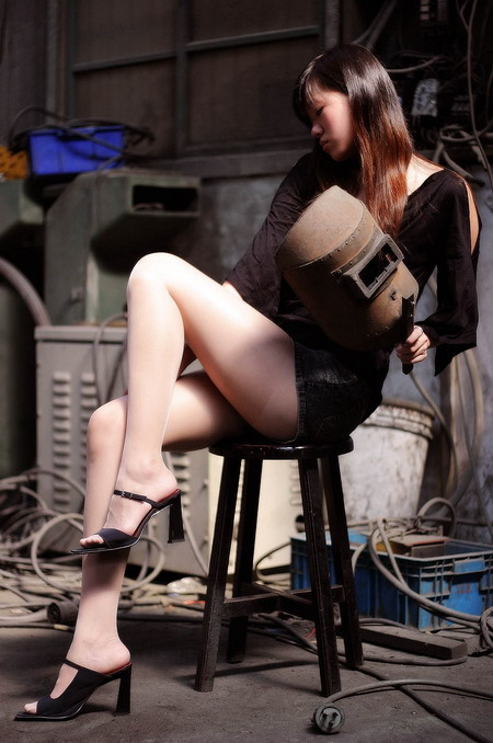 员工工厂约炮13p:与工厂大妈约炮经历 工厂丝袜女人约炮(点击浏览下一张趣图)
