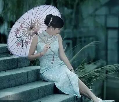 女人應該堅強的句子,形容女人在風雨中堅強(點擊瀏覽下一張趣圖)