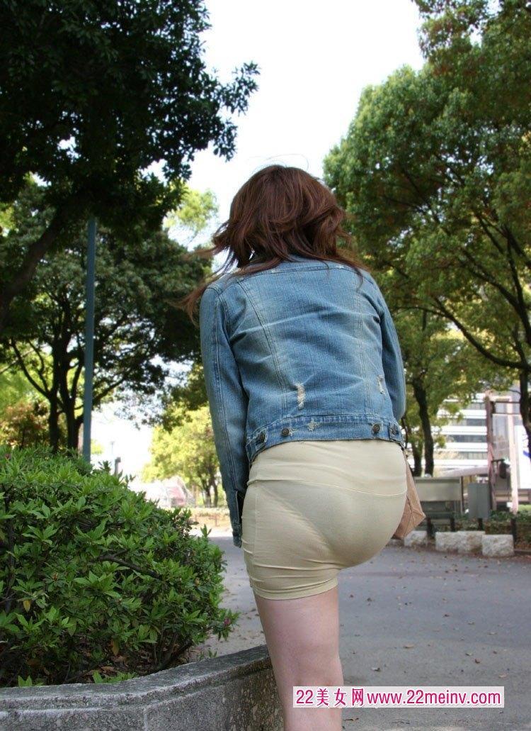女士丁字内裤放卫生巾(点击浏览下一张趣图)