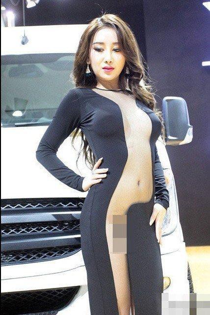 裸體美女下體展覽真空圖片欣賞(點擊瀏覽下一張趣圖)