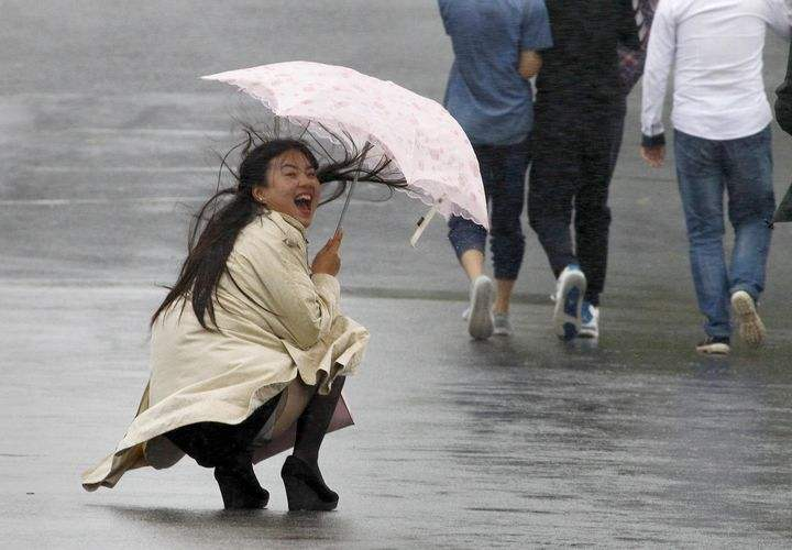 女人下蹲丝袜走光 春光乍泄(点击浏览下一张趣图)